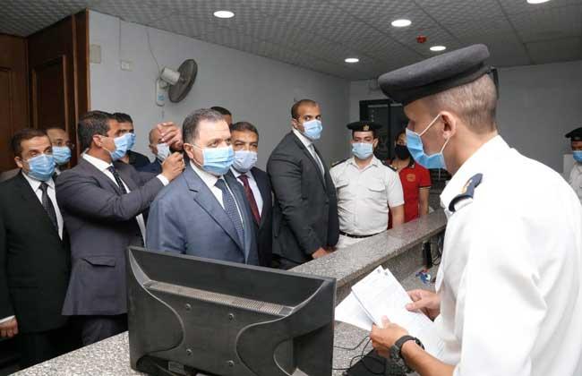 صور| وزير الداخلية يقوم بجولة مفاجئة لتفقد مختلف المواقع الشرطية بالجيزة والقاهرة