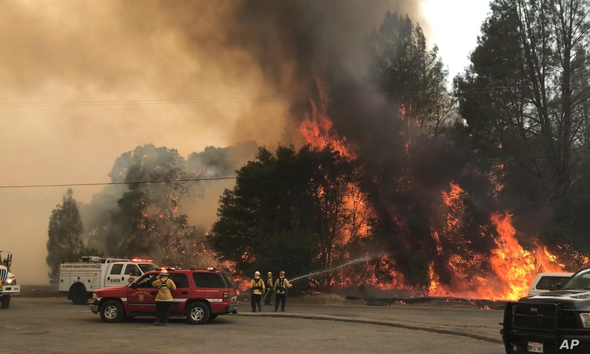استعداد أمريكي لإجلاء جماعي بسبب حرائق الغابات بكاليفورنيا