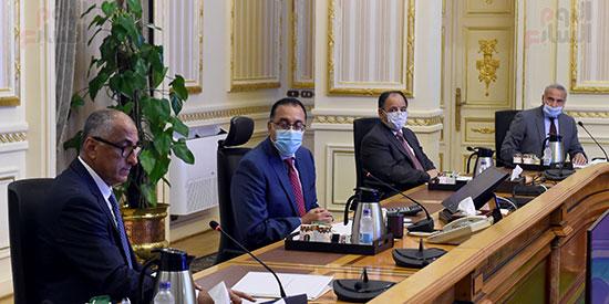 دولة رئيس الوزراء يستعرض مع محافظ البنك المركزي تطورات أداء القطاع المصرفي