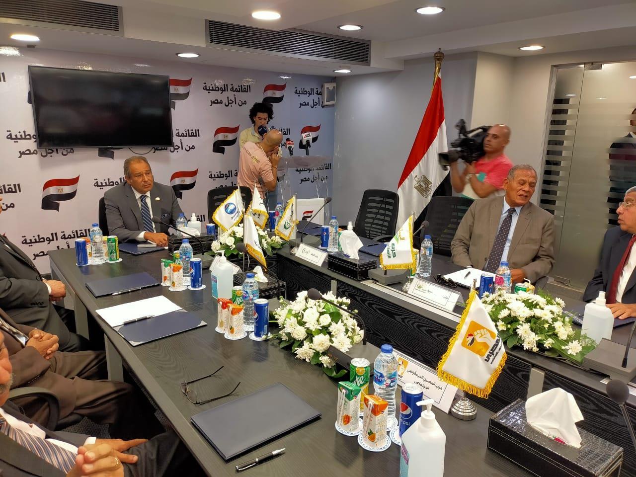 """القائمة الوطنية """"من أجل مصر"""" تتقدم بأوراق مرشحيها لانتخابات مجلس النواب"""