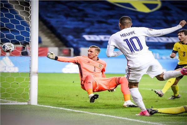 فرنسا تفوز على السويد بهدف رائع لـ «مبابي»