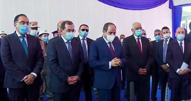 الرئيس السيسي يتفقد مجمع التكسير الهيدروجينى للبترول فى مسطرد