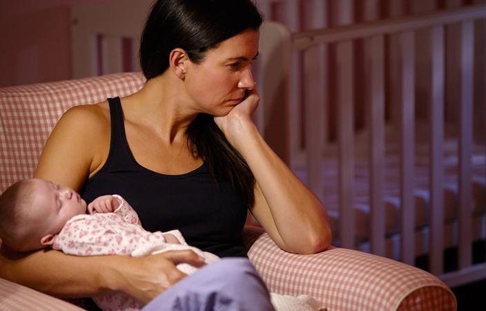 دراسة : اكتئاب الأمهات يرفع معدل ضربات القلب لدى الأطفال