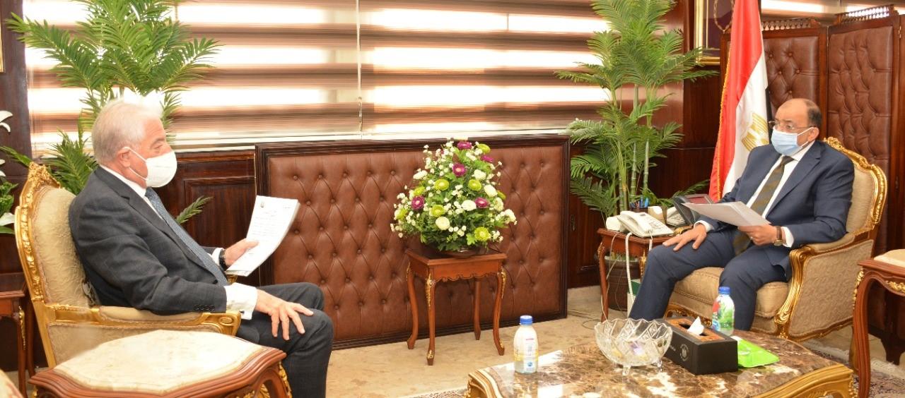 وزير التنمية المحلية يبحث مع محافظ جنوب سيناء المشروعات الخدمية الجاري تنفيذها