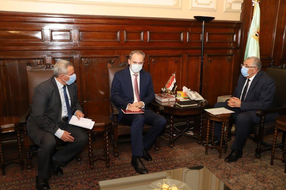 صور   وزير الزراعة يبحث مع سفير بيلاروسيا التعاون وتبادل الخبرات بين البلدين