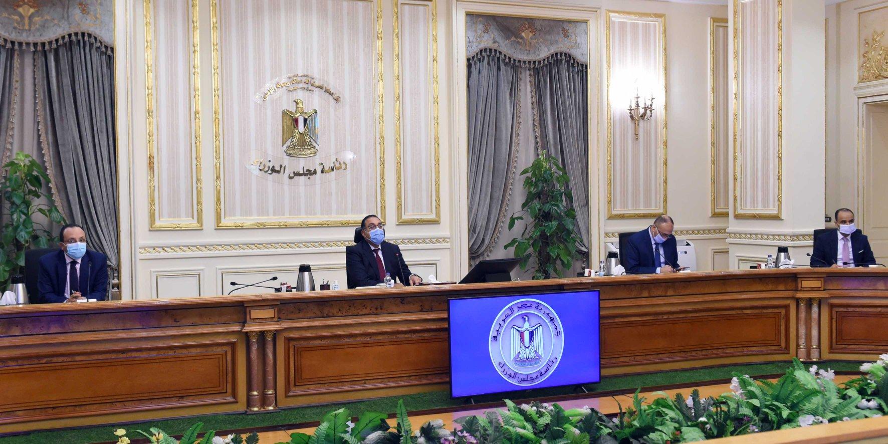 صور | رئيس الوزراء يوجه بدراسة موقف الأراضى المخصصة للجمعيات بالإسماعيلية