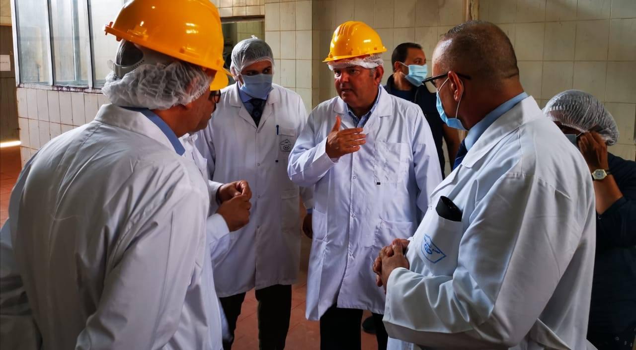 صور | وزير قطاع الأعمال العام في جولة تفقدية بشركة النصر للكيماويات الدوائية بالقليوبية