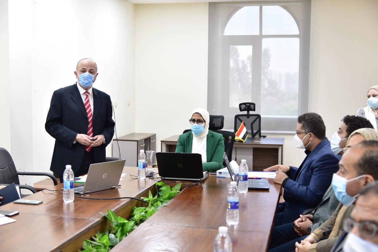 صور | وزيرة الصحة تشهد تجربة عملية لاختبار الحصول على ترخيص مزاولة مهنة الطب