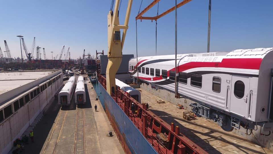 صور | النقل تعلن وصول 13 عربة سكة حديد جديدة من روسيا عبر ميناء الإسكندرية