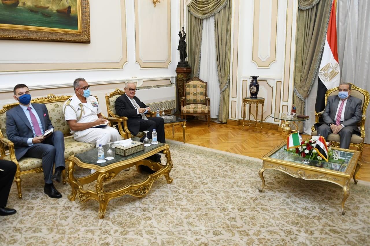 صور | وزير الإنتاج الحربي يبحث مع السفير الإيطالي بالقاهرة سبل التعاون المشترك