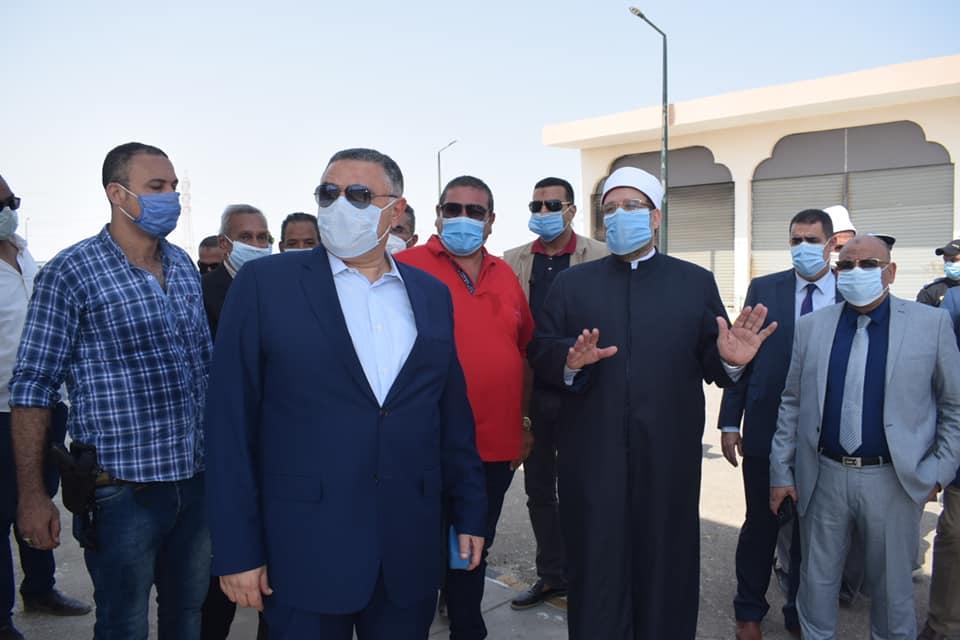 صور | محافظ البحر الأحمر ووزير الأوقاف يتفقدا المرحلة الثانية من مدينة الحرفيين بالغردقة