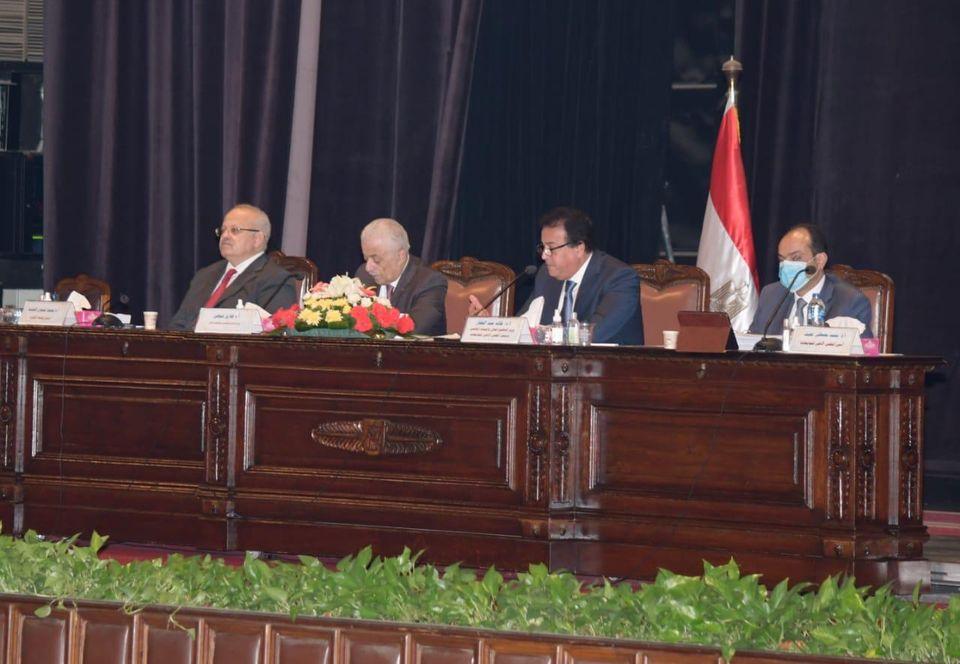 صور   المجلس الأعلى للجامعات يوافق على تطبيق الاختبارات الإلكترونية على الطلاب