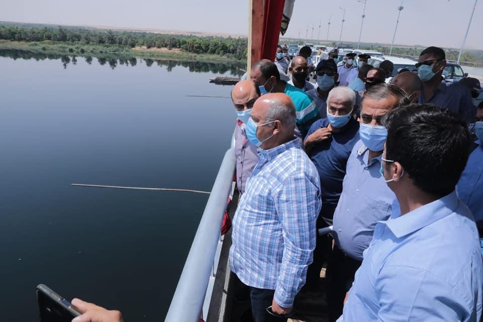 صور   وزير النقل يتابع أعمال تنفيذ 3 محاور على النيل في أسوان