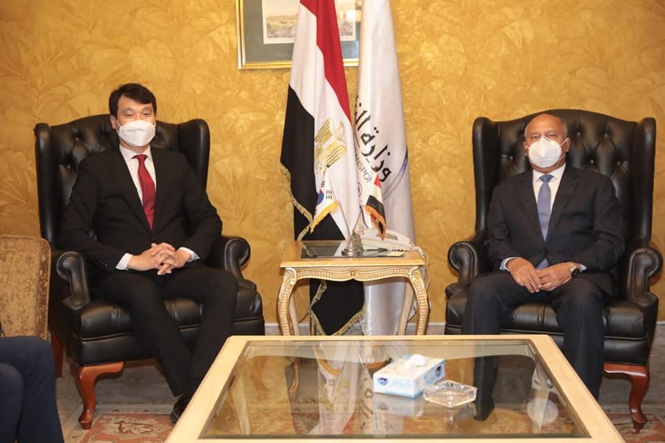 صور | وزير النقل يبحث تدعيم التعاون مع سفير كوريا الجنوبية بالقاهرة