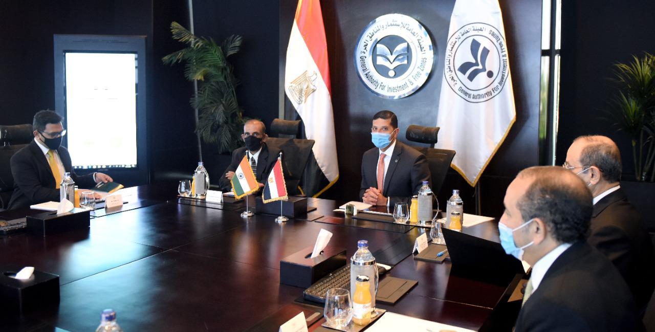صور   الرئيس التنفيذى لهيئة الاستثمار يلتقى السفير الهندى لزيادة التعاون الاستثماري بين البلدين
