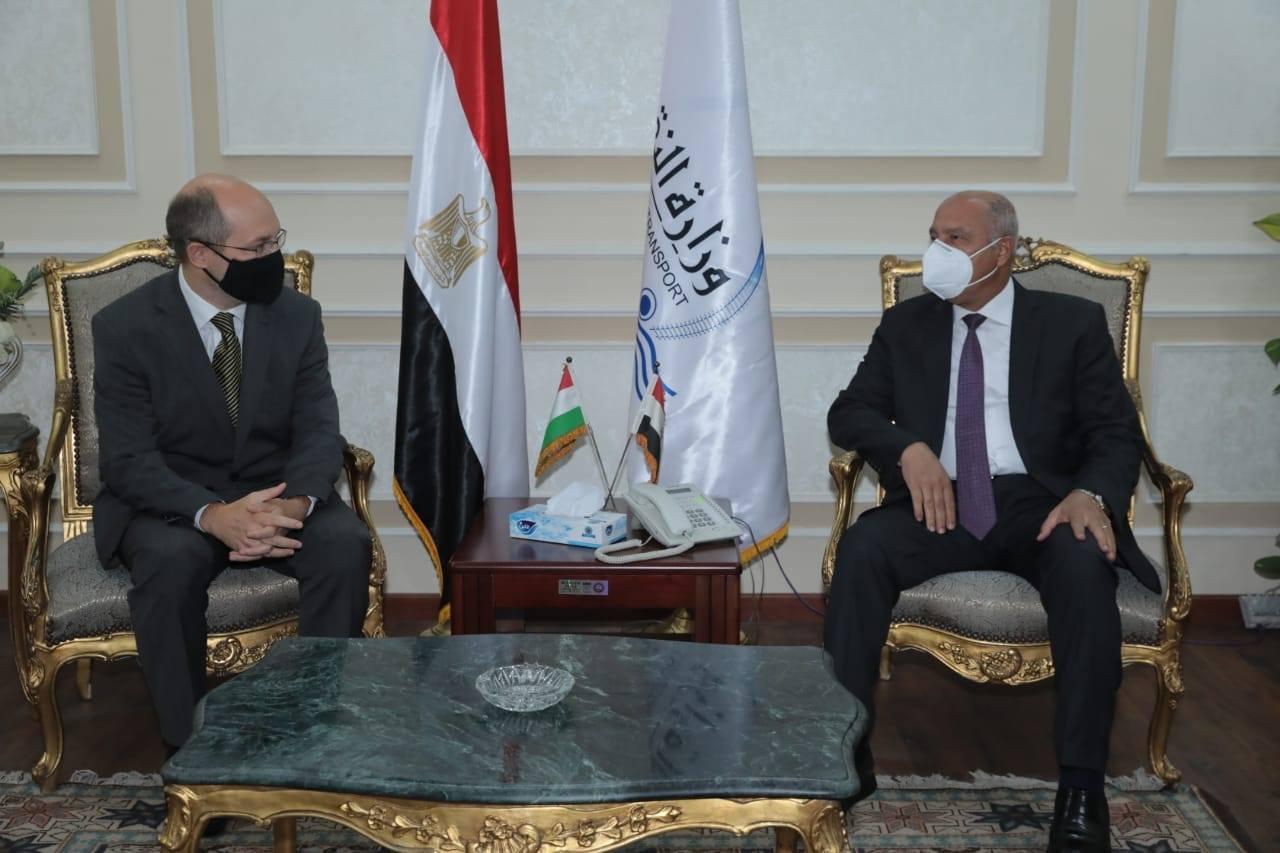 صور | وزير النقل يبحث مع السفير المجري بالقاهرة تدعيم التعاون المشترك