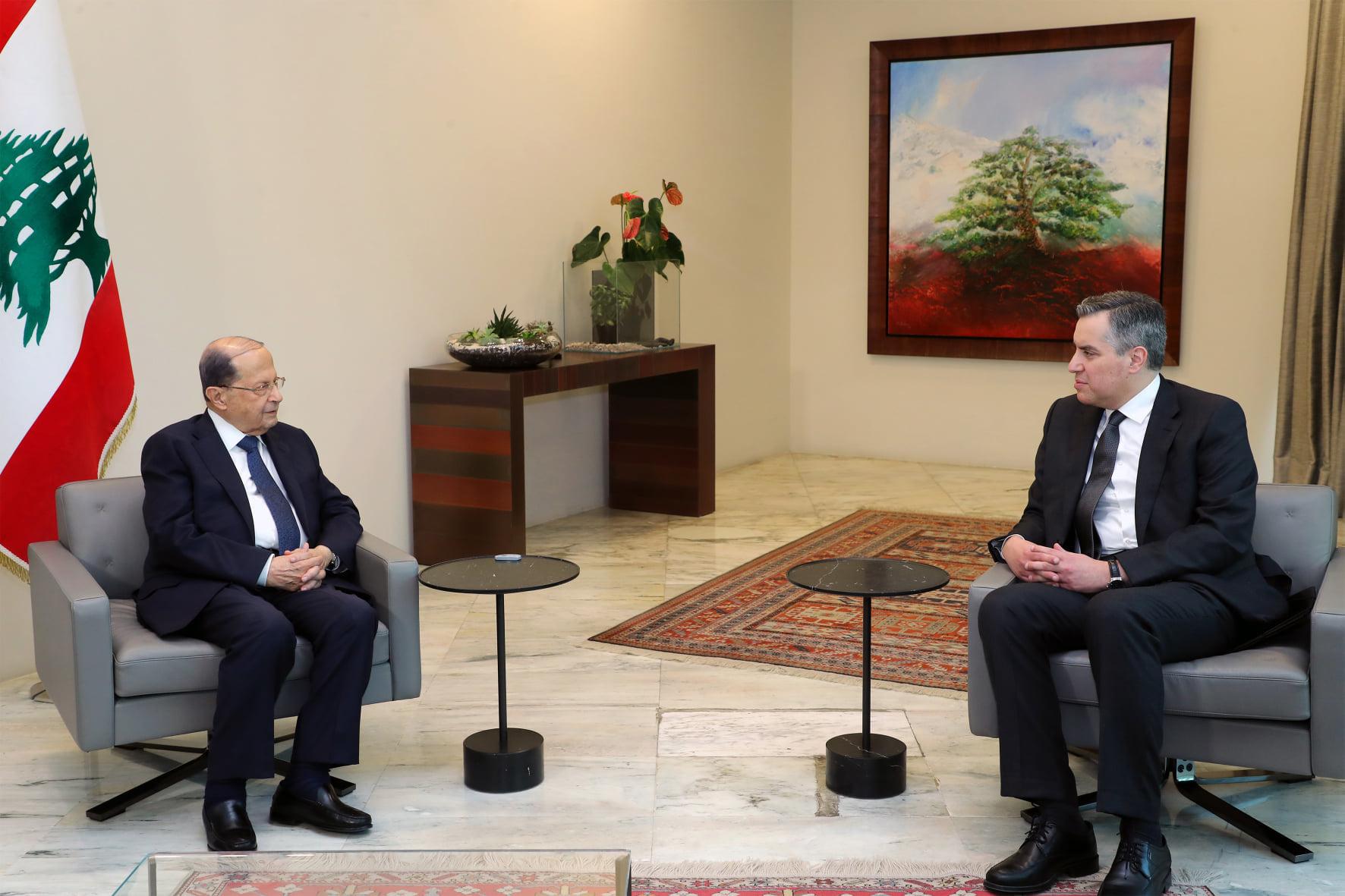 الرئيس اللبناني يقبل اعتذار مصطفى أديب عن عدم تشكيل الحكومة الجديدة