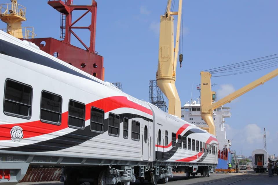 صور | وصول دفعة جديدة من عربات السكك الحديدية الجديدة