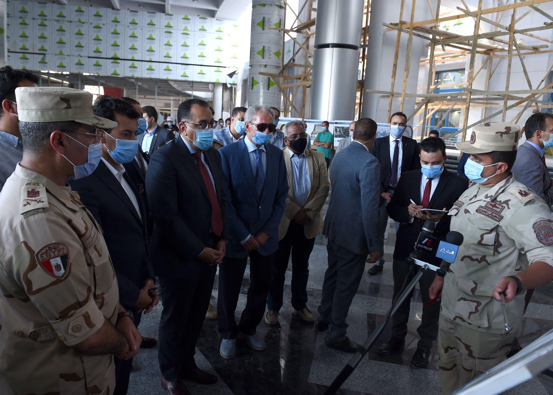 «مدبولي» يتفقد أعمال تطوير مُجمع الصالات المغطاة باستاد القاهرة استعداداً لكأس العالم لكرة اليد