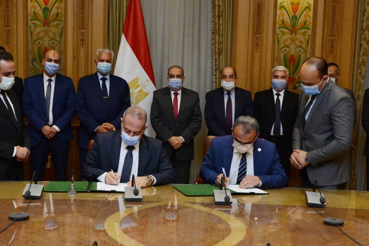 صور   بروتوكول مع الأكاديمية العربية للعلوم يستهدف تدريب العاملين بالإنتاج الحربى