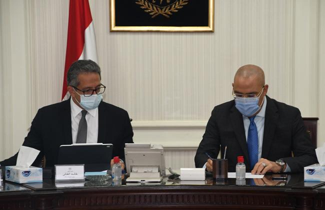 صور   وزيرا الإسكان والسياحة يتابعان موقف المشروعات المشتركة بالقاهرة التاريخية