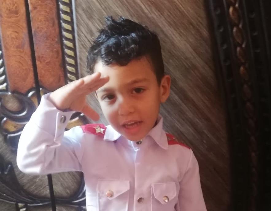 شاهد | طفل من الجيزة يشعل السوشيال ميديا برسالة حب إلى الرئيس السيسي