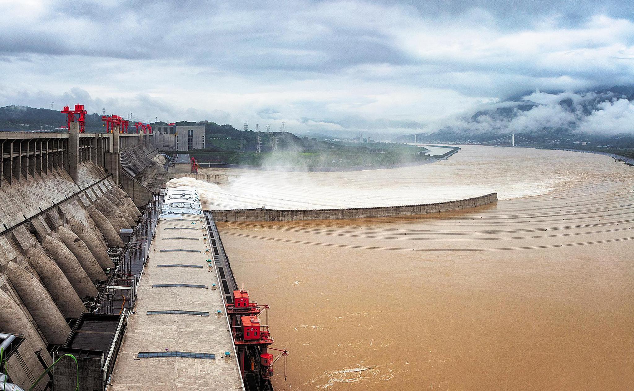 إجلاء 3900 شخص بعد انهيار جزئى فى سد شمال شرقى الصين