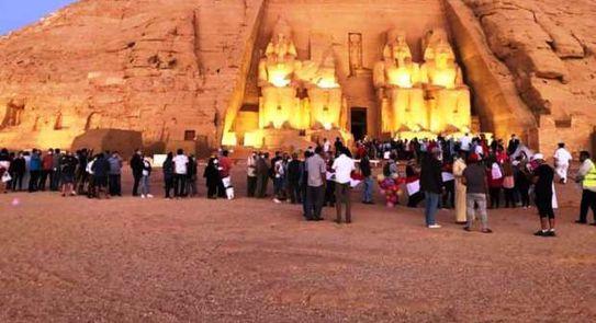 """الشمس تتعامد على وجه تمثال رمسيس بـ """"معبد أبو سمبل"""""""