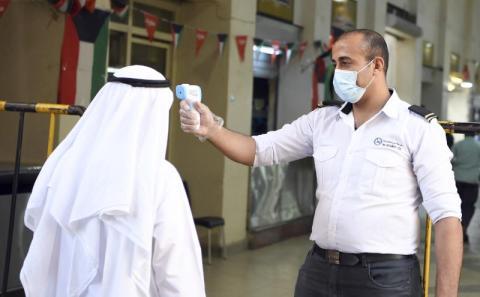 الصحة الكويتية تسجل حالة وفاة و494 إصابة بفيروس كورونا