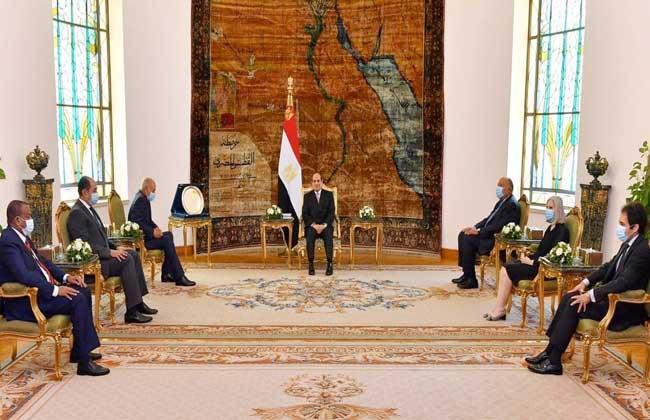 السيسي: درع العمل التنموي العربي مُهدى للمصريين الذين ساهموا بوعيهم في إنجاح جهود الإصلاح الاقتصادي