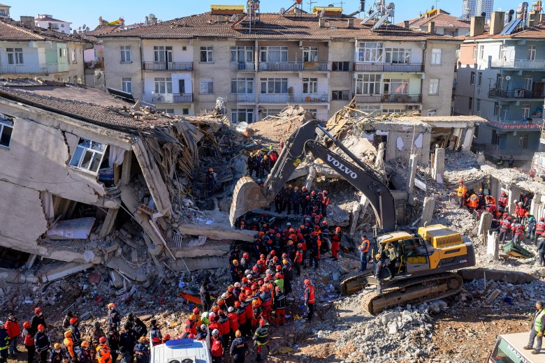 ارتفاع اعداد المصابين بسبب زلزال تركيا إلى 257 شخصا