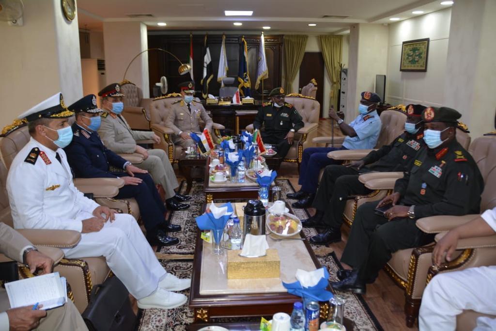 مباحثات مع وزير الدفاع السوداني2