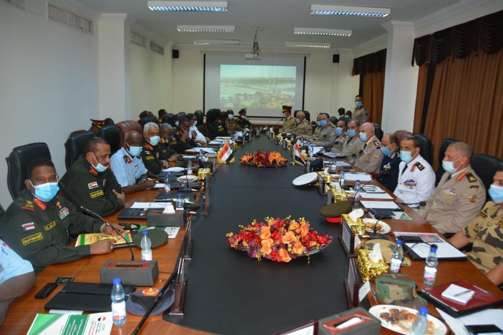 مباحثات مع وزير الدفاع السوداني4