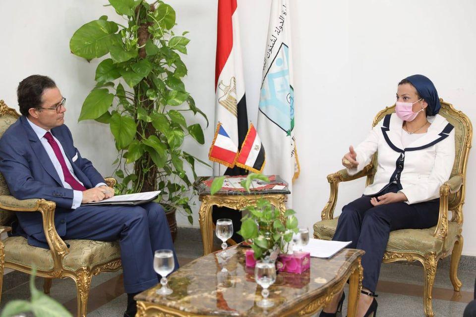 صور | وزيرة البيئة تبحث مع السفير الفرنسي التعاون المشترك لدعم المبادرة الرئاسية المصرية