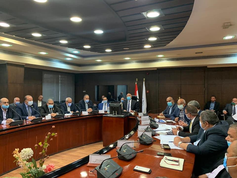 صور | كامل الوزير يترأس اجتماع اللجنة الخاصة بنقل المرافق المتعارضة مع أعمال تطوير الدائري