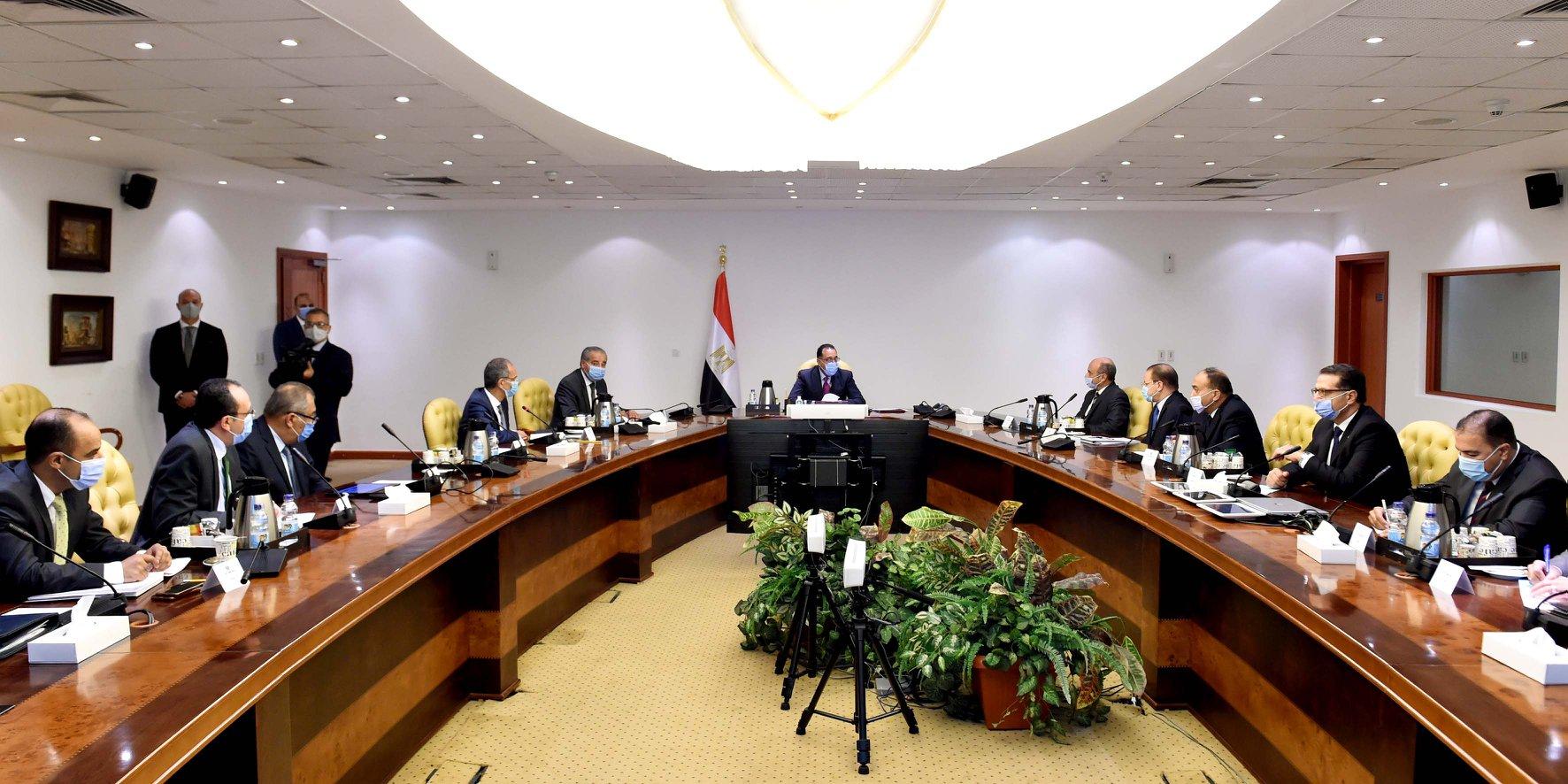 صور | رئيس الوزراء يتابع جهود توفير الخدمات عبر منصة مصر الرقمية