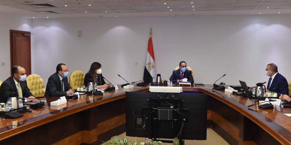 """مدبولي يتابع تنفيذ تكليفات الرئيس السيسي بإنشاء مشروع سكني على غرار """"الأسمرات"""" بالمحافظات"""