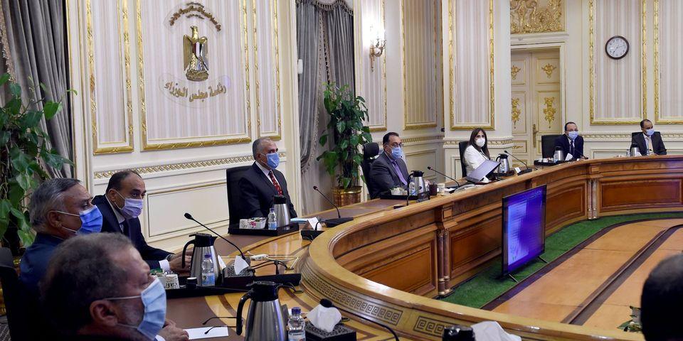 رئيس الوزراء يتابع مع وزير الري جهود حماية وتطوير شواطئ بورسعيد