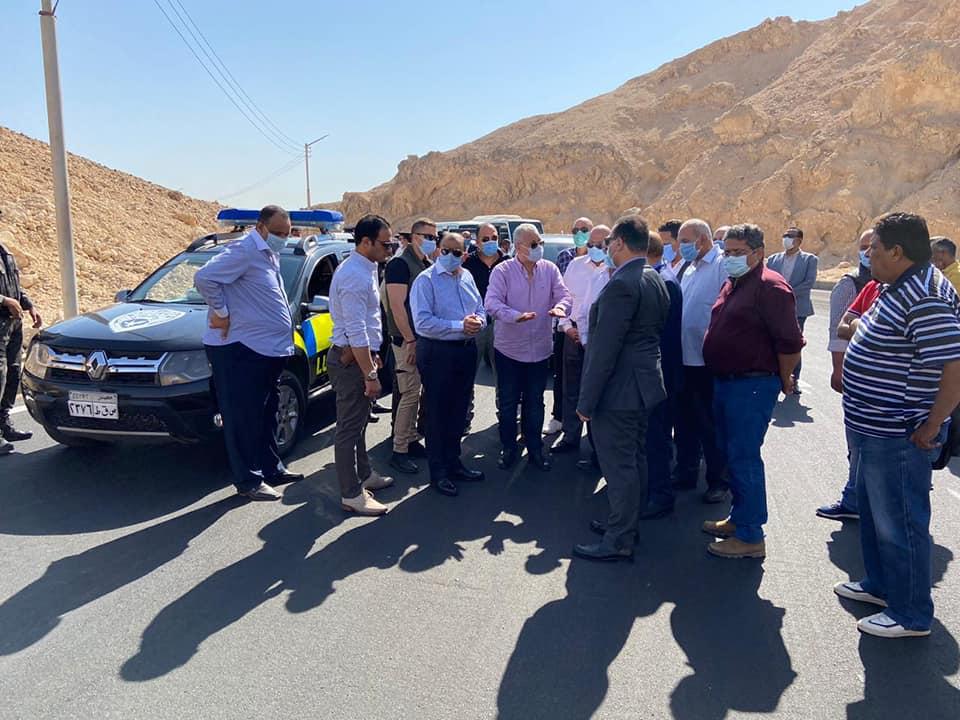 صور | وزير التنمية المحلية ومحافظ الاقصر يتفقدان طريق وادي الملوك