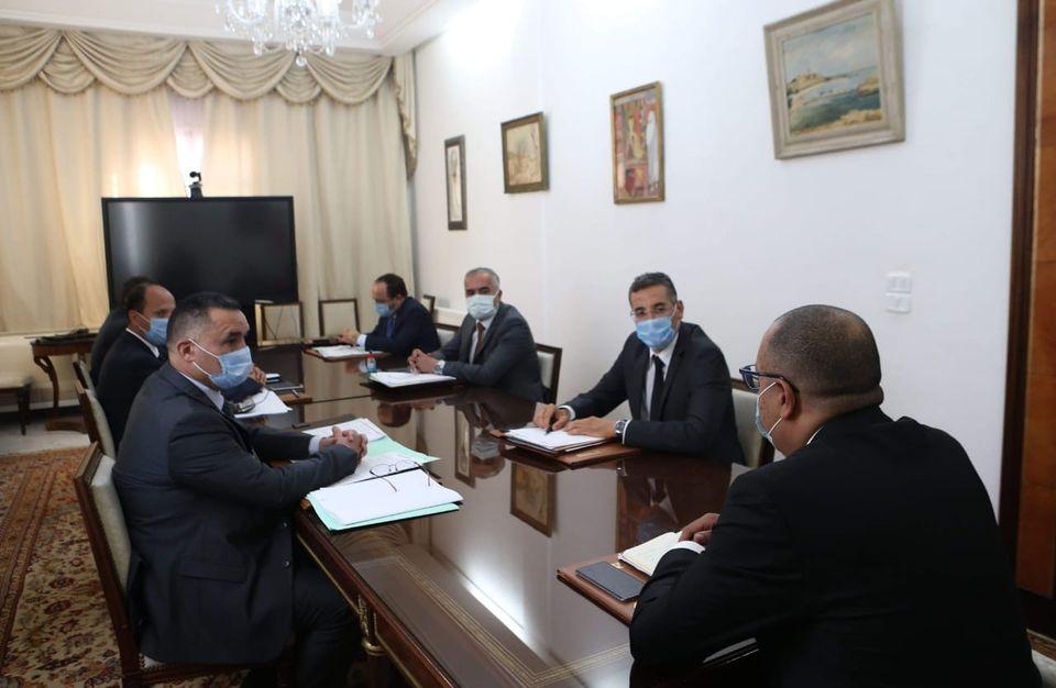 رئيس وزراء تونس يأمر بفرض حظر التجوال في جميع أنحاء البلاد