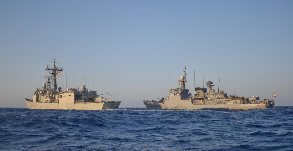 القوات البحرية المصرية والأسبانية تنفذان تدريباً بحرياً عابراً