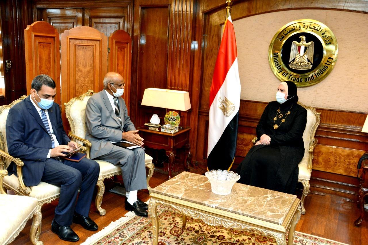 صور | نيفين جامع تبحث مع سفير السودان بالقاهرة سبل تعزيز التعاون التجاري والصناعي