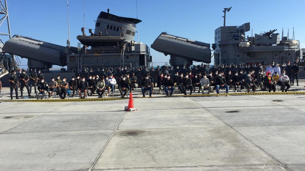 صور   القوات البحرية المصرية تنقذ مركب يرفع العلم التركى فى عمق البحر المتوسط