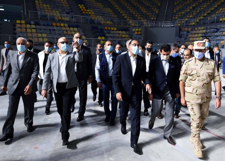 صور | رئيس الوزراء يتفقد التشطيبات النهائية للصالة المغطاة بمدينة 6 أكتوبر استعدادا لكأس العالم لليد
