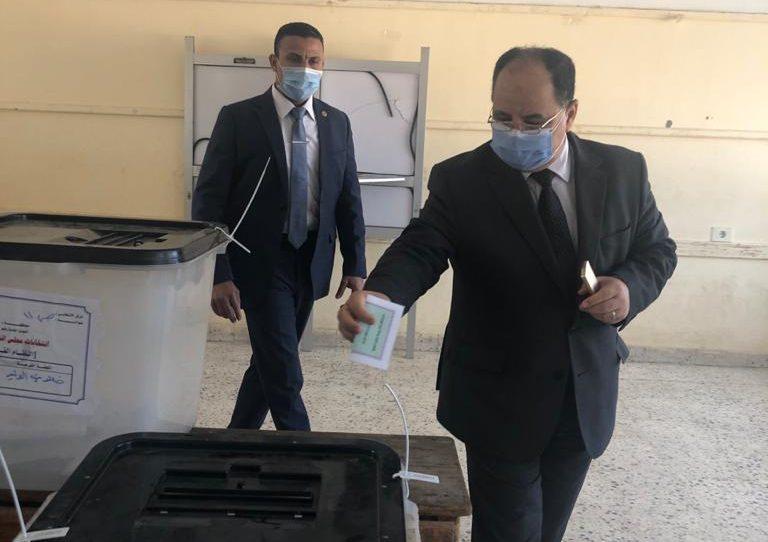 صور | وزير المالية يدلي بصوته في انتخابات مجلس النواب بمدينة 6 أكتوبر