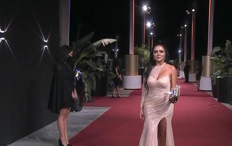 فيديو| رانيا يوسف تتألق بإطلالة مميزة على السجادة الحمراء فى افتتاح مهرجان الجونة
