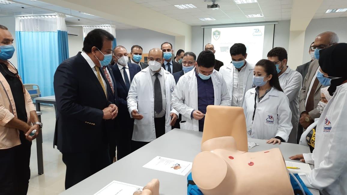 صور | وزير التعليم العالى يضع حجر الأساس للمستشفى التعليمى بجامعة الدلتا للعلوم والتكنولوجيا