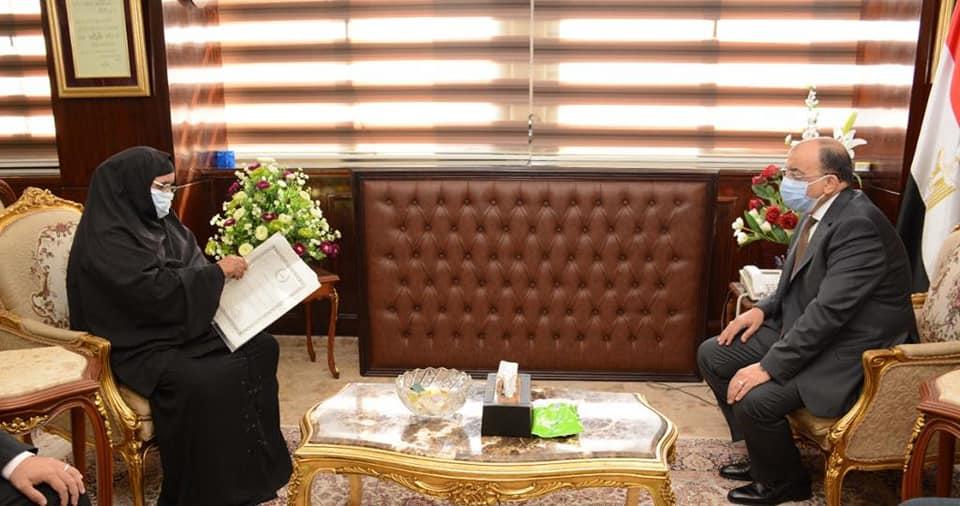 صور | وزير التنمية المحلية يوجه بدفع رسوم التصالح لمنزل مسنة بسوهاج