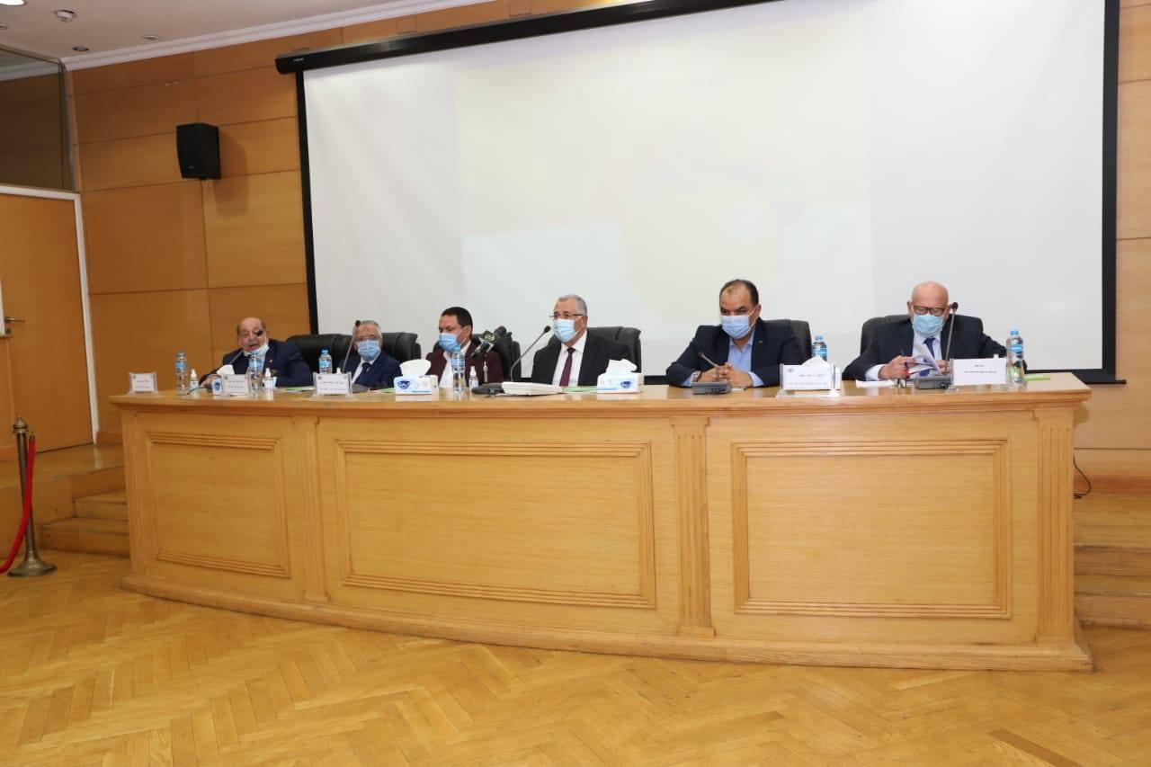 صور | وزير الزراعة يشارك في اجتماع لجنة الموالح بالمجلس التصديري