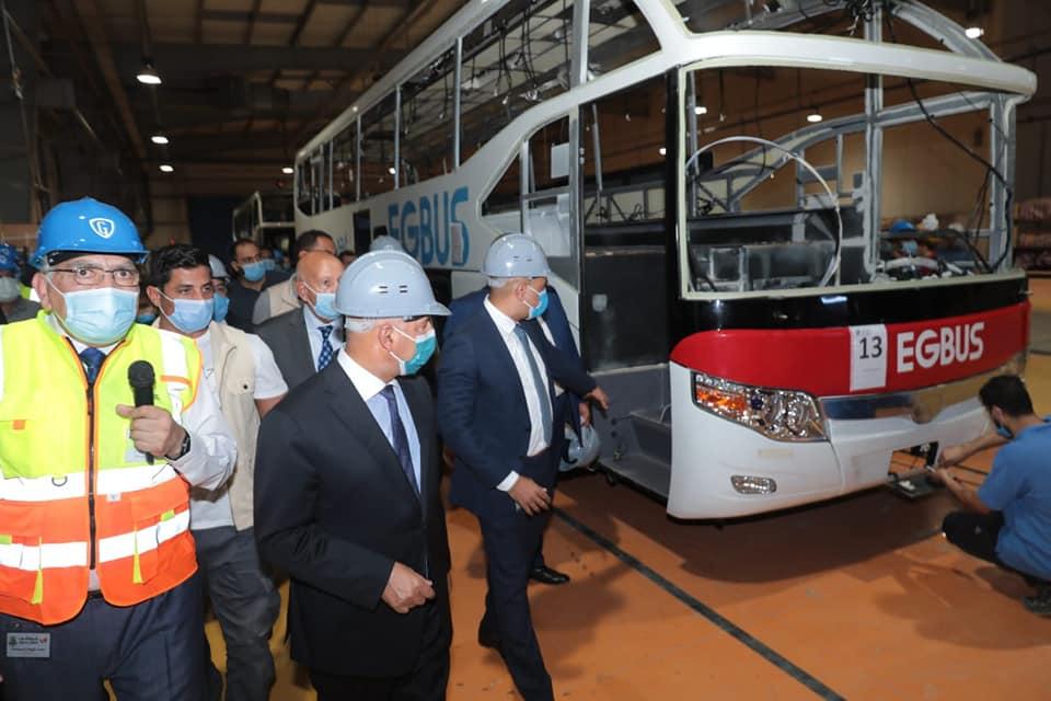 صور | وزير النقل : نهتم بتوطين صناعة النقل في مصر وتوفير وسائل النقل الجماعي